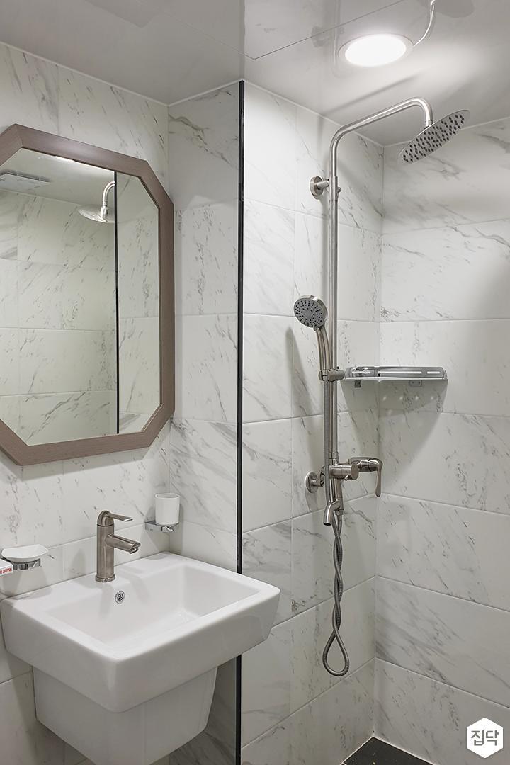 화이트,아이보리,모던,심플,욕실,원형직부등,세면대,코너선반,샤워기,거울
