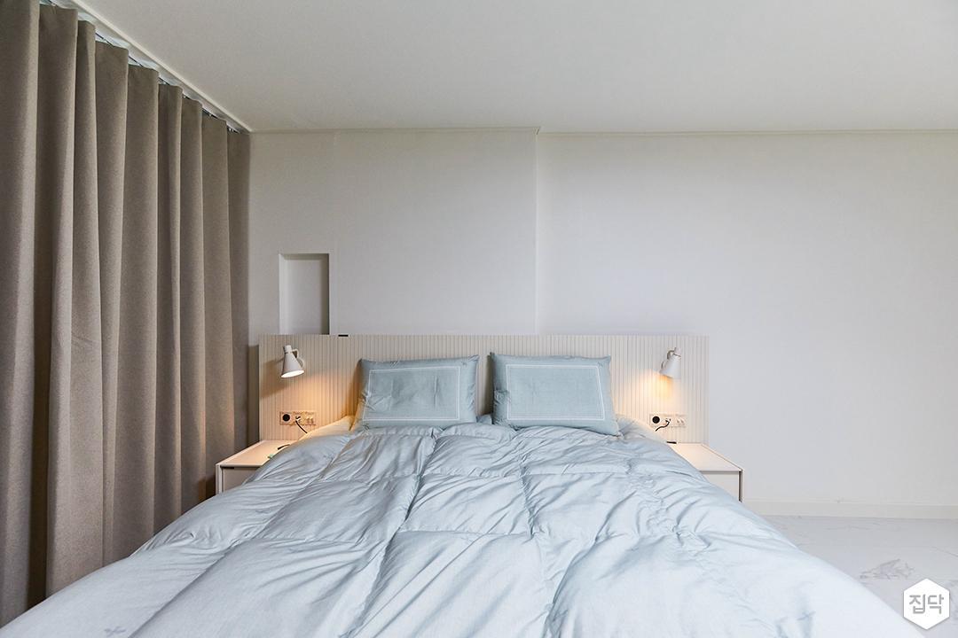화이트,모던,내추럴,침실,안방,커튼,침대