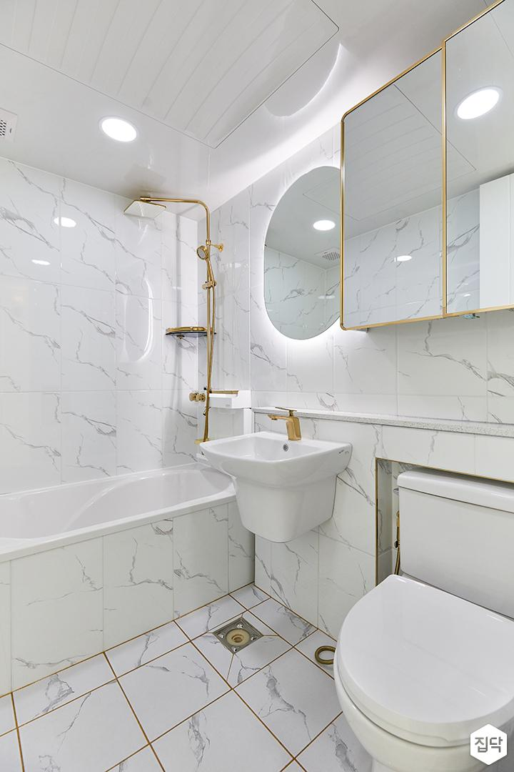 화이트,골드,모던,뉴클래식,욕실,매립등,간접조명,수납장,거울,세면대,욕조,샤워기