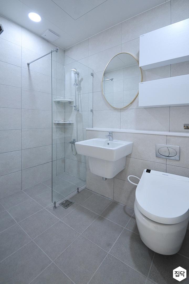 화이트,내추럴,심플,욕실,세면대,수납장,거울,유리파티션,샤워기
