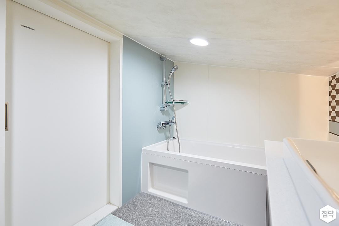 화이트,블랙,내추럴,심플,욕실,원형직부등,간접조명,욕조,샤워기