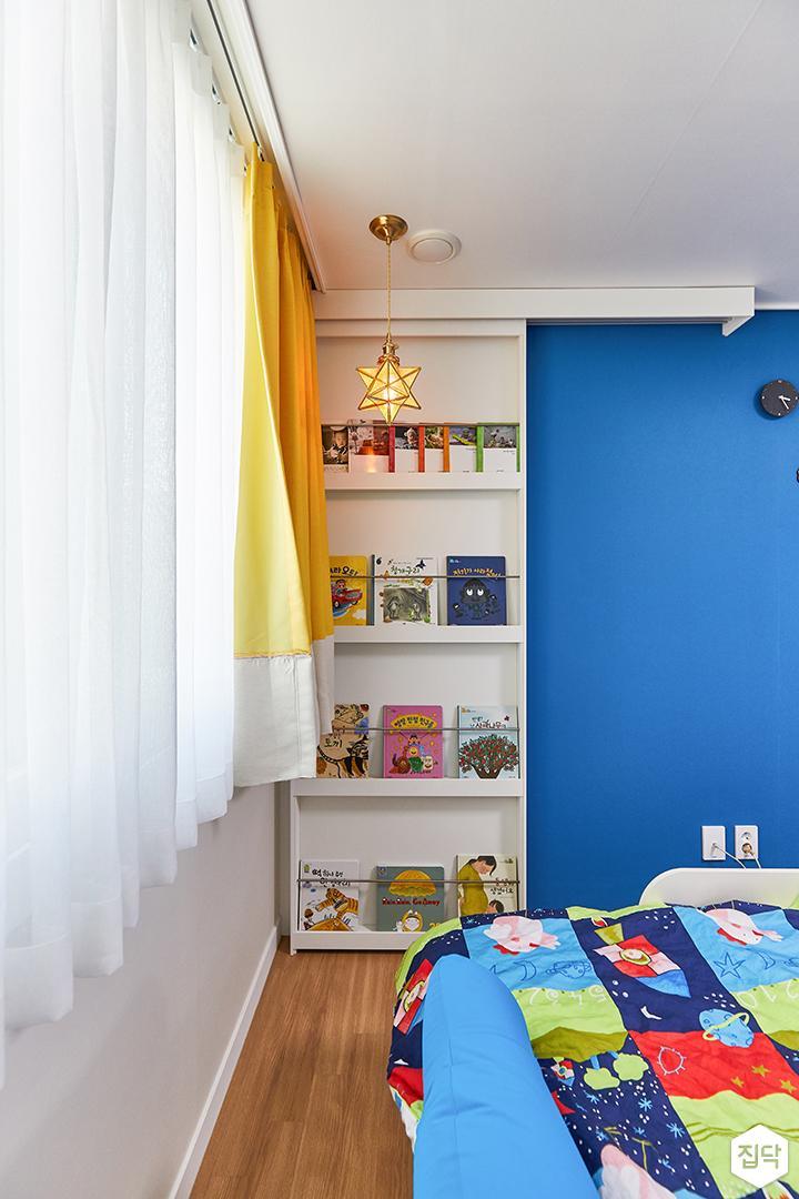 화이트,블루,내추럴,아이방,수납장,책장,슬라이딩도어
