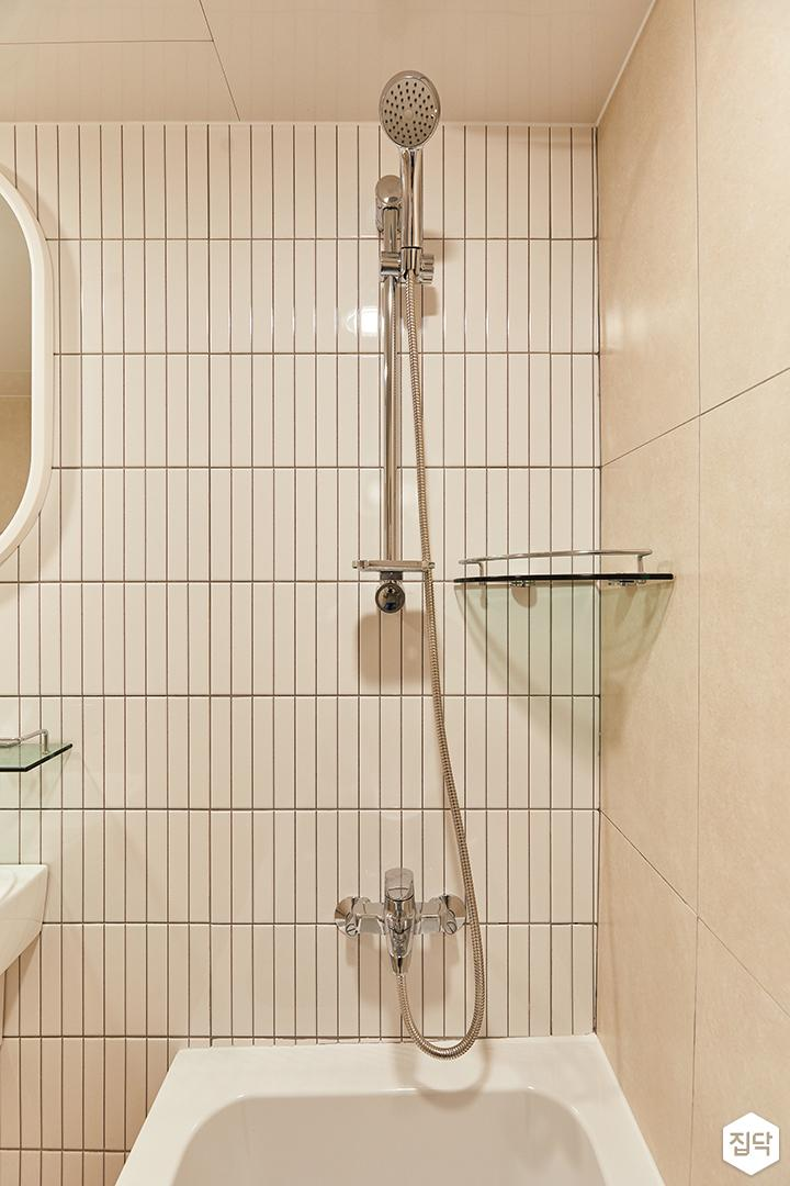 화이트,아이보리,모던,욕실,욕실타일,포세린,욕조,샤워기