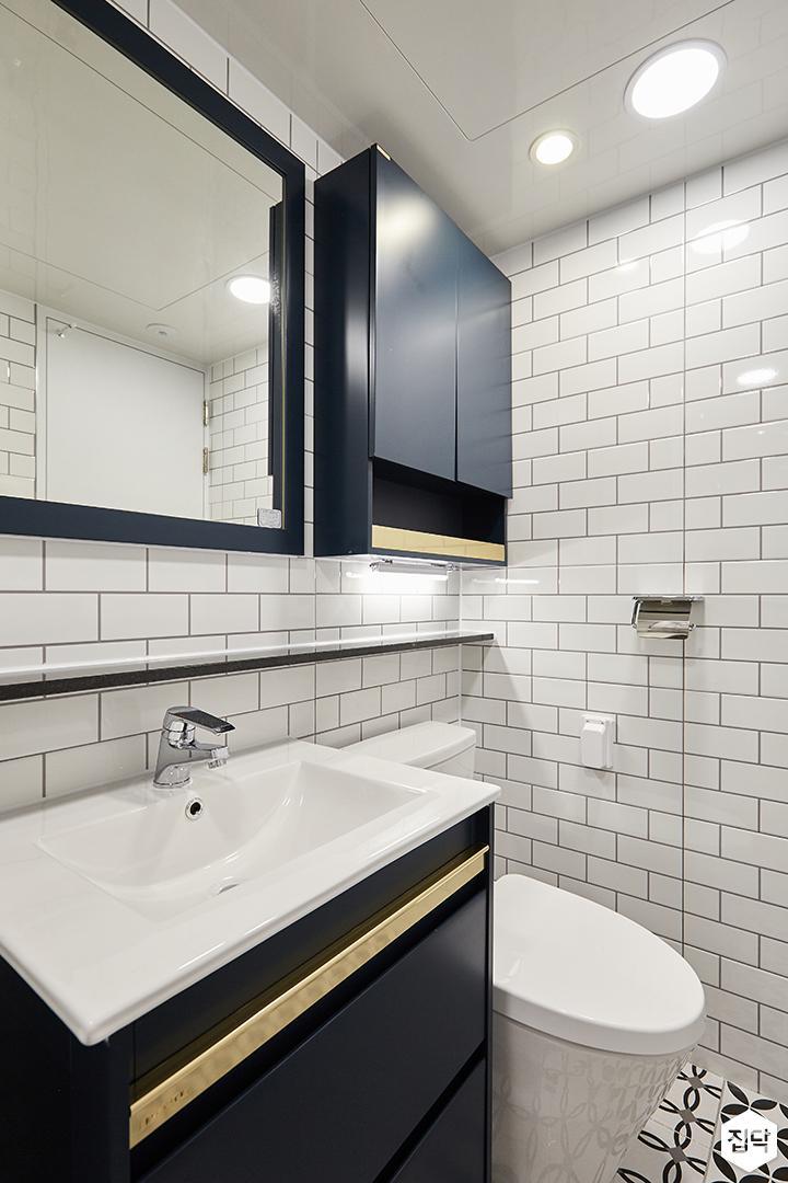 화이트,블루,내추럴,심플,욕실,원형직부등,간접조명,세면대,수납장,거울