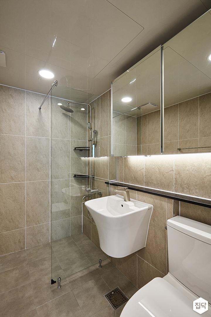 그레이,브라운,모던,심플,욕실,원형직부등,간접조명,세면대,수납장,거울,유리파티션,샤워기,코너서반