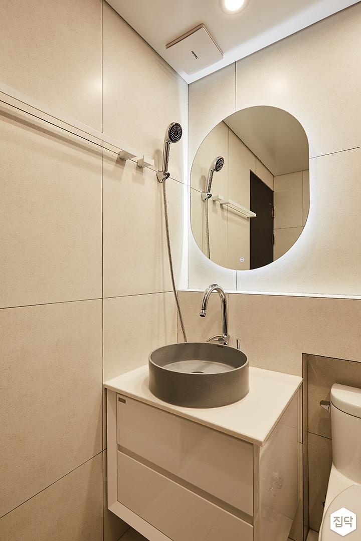 그레이,모던,심플,욕실,다운라이트조명,간접조명,세면대,수납장,거울,샤워기