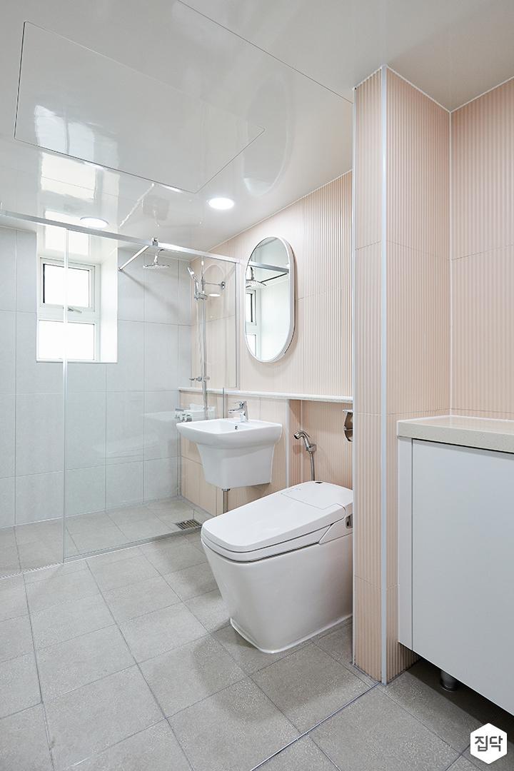 화이트,핑크,내추럴,심플,욕실,세면대,수납장,거울,유리파티션