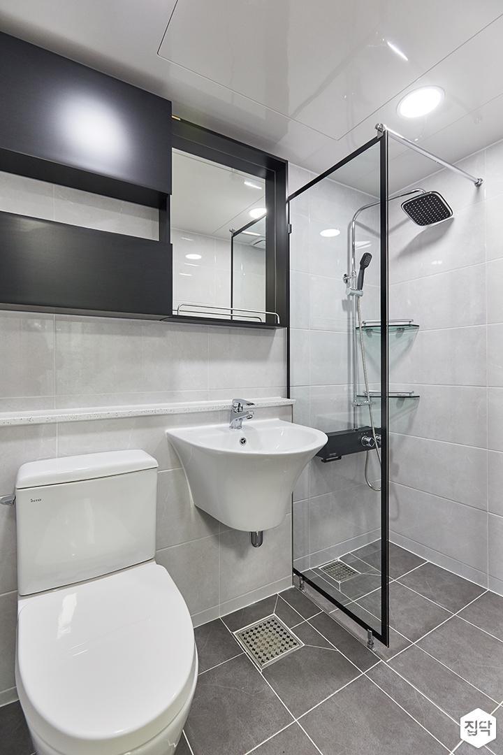화이트,블랙,미니멀,심플,욕실,유리파티션,세면대,수납장,거울