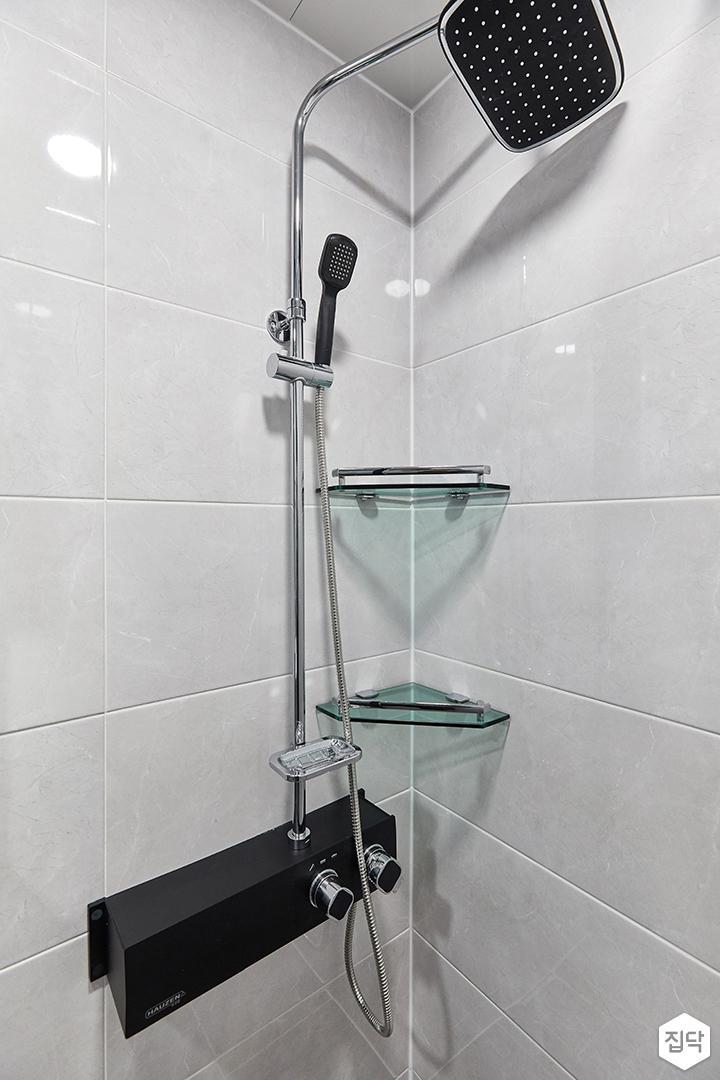 화이트,블랙,미니멀,심플,욕실,샤워기,코너선반