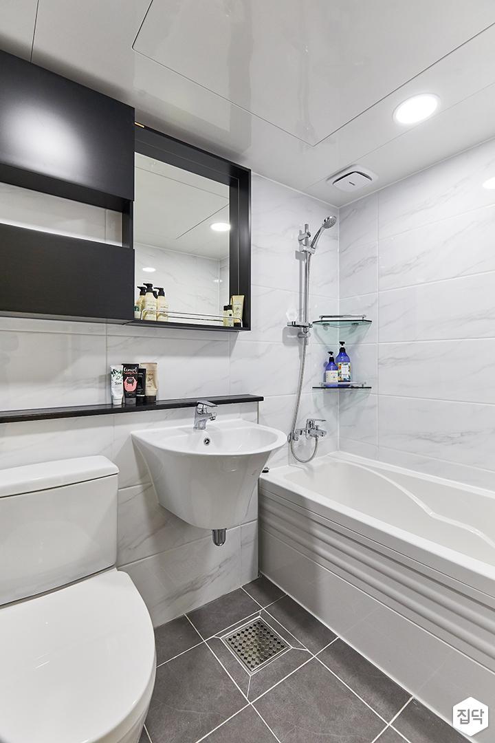 화이트,블랙,미니멀,심플,욕실,욕조,세면대,수납장,거울