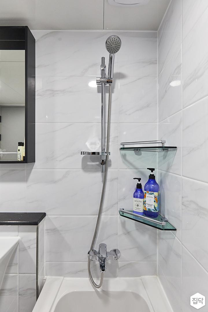 화이트,블랙,미니멀,심플,욕실,욕조,샤워기