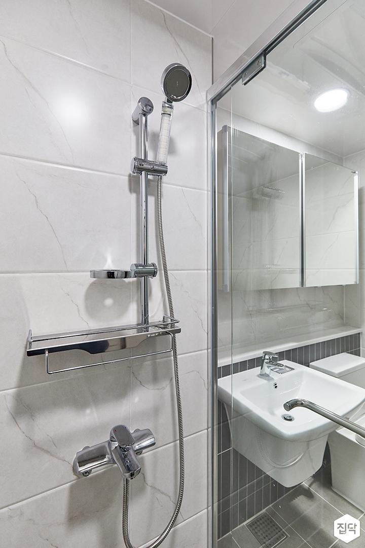 화이트,미니멀,심플,욕실,유리파티션,샤워기