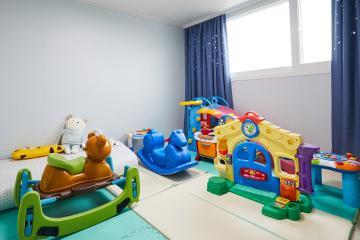 아기가 있어도 깔끔! 32평 아파트 32평,그레이,모던,아파트,수원시,놀이방,부모자녀가함께,아이를위해,특별한조명,스타일포인트,소박하고정겨운