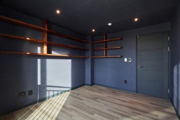 벽과 기둥에 생긴 전시 공간 33평,화이트,빈티지,아파트,강서구,생활패턴에맞춘,맞춤시설제작,스타일포인트,특별한조명,반복패턴,우드패턴,불규칙패턴,마블패턴