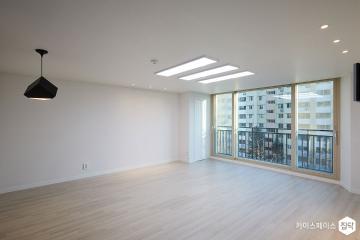 화재로 전소된 공간을 되살리다, 35평 압구정 아파트 35평,화이트,모던,아파트,압구정동,철거후올수리,단점개선,안전이최고,쾌적함을위해,냉난방비절감,누수누진방지,샤시교체,살기좋은지역,역세권,불규칙패턴,북유럽패턴