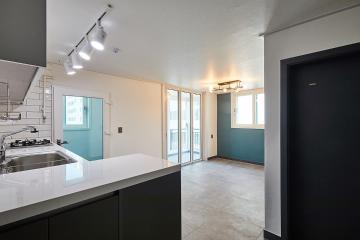 분합문을 제거하여 공간 활용을 극대화한 20평대 아파트 20평,그레이,모던,아파트,일원동,낡은집,오래된건물,서브웨이패턴,쾌적함을위해,냉난방비절감,스타일포인트,특별한조명,포세린타일,누수누진방지,단점개선,좁은집을넓게,합리적인,집값오르는인테리어,비포앤애프터,Before&After