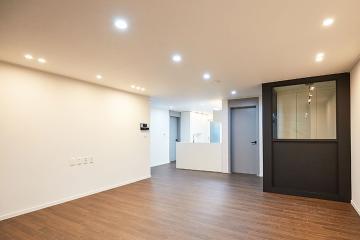경기도 안양시 동안구 32평 아파트 인테리어 반복패턴,서브웨이패턴,불규칙패턴,비앙코카라라패턴,마블패턴,스타일포인트,포세린타일,구조변경,수납력강화,맞춤장설치,실용성중시,맞춤시설제작,좁은집을넓게,불편함없이,이유있는변신,조리공간확보,대면형주방,32평,화이트,모던