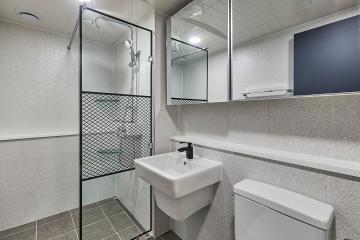 경기 수원시 장안구  32평 아파트 인테리어 반복패턴,우드패턴,실용성중시,맞춤시설제작,32평,그레이,모던,아파트,수원시,장안구