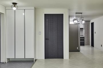 그레이로 표현한 차분한 감성, 30평대 아파트 인테리어 쉐브론패턴,스타일포인트,포세린타일,합리적인,생활패턴에맞춘,쾌적함을위해,화이트,그레이,33평,아파트,광명시