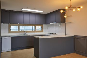 실용성과 스타일 모두를 챙긴 30평대 아파트  스타일포인트,요즘뜨는지역,개발도시,살기좋은지역,전국방방곳곳,합리적인,수납력강화,맞춤장설치,조리공간확보,널찍한주방,부모와아이