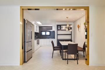 블랙&화이트에 골드 포인트 40평대 아파트 인테리어