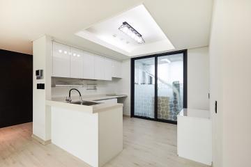 다락방이 있는 아파트, 30평대 심플 인테리어 스타일포인트,개발도시,독특한구조,합리적인,가성비좋은,실용성중시,쾌적함을위해,조리공간확보,널찍한주방,부모와아이