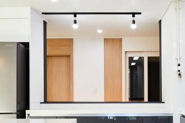 우드톤으로 따스함이 감도는 곳, 30평대 아파트 반복패턴,우드패턴,수납력강화,맞춤장설치,생활패턴에맞춘,실용성중시,맞춤시설제작,39평,화이트,내츄럴,아파트,서초구,우면동