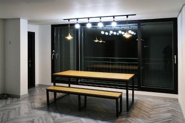 그레이 컬러 속에 생동감을 주다, 43평 아파트 반복패턴,헤링본패턴,스타일포인트,아트월,43평,그레이,모던,빈티지,아파트,부천시