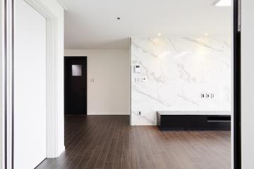 브라운칼라와 웨인스코팅으로 고급스러움을 더한 33평대 아파트 아트월,살기좋은지역,합리적인,가성비좋은,고급소재,생활패턴에맞춘,실용성중시,쾌적함을위해,단점개선,화이트,브라운,웨인스코팅