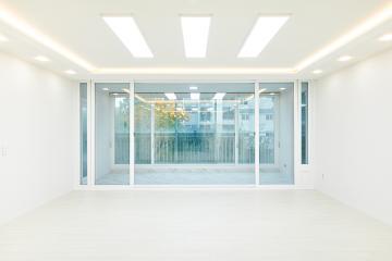 화이트로 화사하게, 공간별 컬러 포인트가 있는 40평대 아파트 인테리어