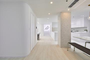 클래식한 모던함이 묻어나는 50평대 아파트 인테리어 스타일포인트,호텔같은욕실,스페셜스타일,살기좋은지역,집값오르는인테리어,고급소재,맞춤장설치,생활패턴에맞춘,실용성중시,맞춤시설제작,쾌적함을위해,불편함없이,대면형주방,영등포,대림동,56평