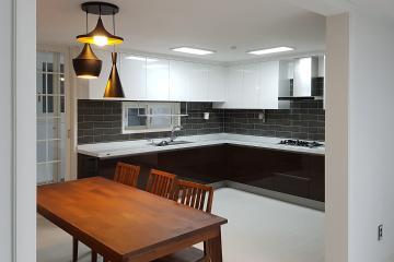 화이트에 그레이를 더해 완성한 40평대 아파트 심플 인테리어 특별한조명,고풍스러운,수납력강화,생활패턴에맞춘,화이트,그레이,부천시,48평,아파트