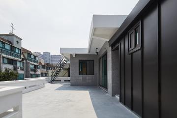 오래된 주택 환골탈태, 심플 모던 스타일로 재탄생한 주택 인테리어 생활패턴에맞춘,실용성중시,불편함없이,화이트,그레이,블랙,성북구,장위동,24평,주택