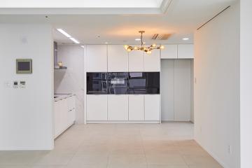 화이트로 완성한 심플 모던 하우스, 60평대 아파트 인테리어