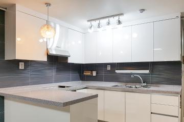 주방 조리공간을 효율적으로 구성한 20평대 아파트 인테리어