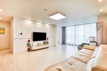 내츄럴 화이트로 완성한 30평대 아파트 모던 인테리어 우드패턴,마블패턴,스타일포인트,호텔같은욕실,합리적인,가성비좋은,집값오르는인테리어,맞춤장설치,생활패턴에맞춘,실용성중시,불편함없이,이유있는변신,동작,상도동,32평,화이트