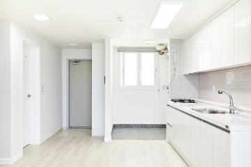 주방은 넓게, 수납공간은 알차게, 20평대 아파트 인테리어 우드패턴,맞춤장설치,생활패턴에맞춘,실용성중시,맞춤시설제작,쾌적함을위해,단점개선,좁은집을넓게,불편함없이,구로,24평,화이트