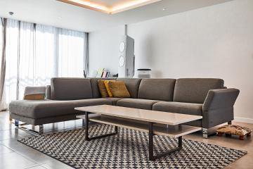 무채색 공간에 원색 컬러로 포인트를 주다 포세린타일,60평,화이트,모던,아파트,분당구,정자동