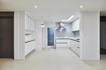 고급 호텔을 연상시키는 현관과 욕실 32평 아파트 인테리어 30평,화이트,모던,아파트,용인시,기흥구,동백