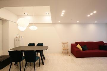 기존 계단실을 고급스럽게 리모델링한 도곡동 복층 아파트 인테리어 60평,모던,클래식,아파트,화이트,복층,강남구,도곡동,2층