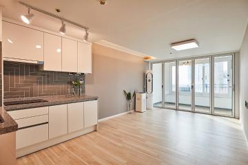 폴딩도어로 공간을 더 넓어보이게. 20평대 아파트 24평,아파트,화이트,서울,강동구,천호동,강동역두산위브센티움