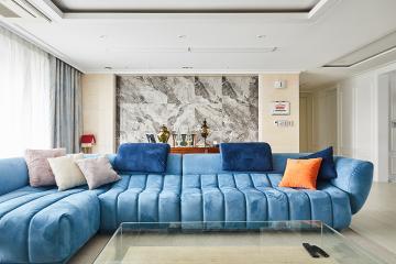 중후한 공간 속 발랄한 색상이 인상적인 80평 아파트
