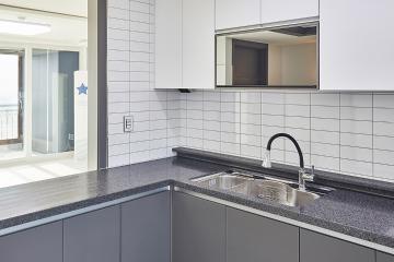 고급스러운 대리석 패턴과 컬러 벽지로 완성한 32평 아파트 32평,아파트,화이트,대리석,모던,인천,서구