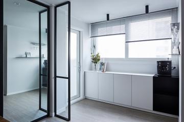슬라이딩 도어로 만든 수납 공간, 49평 아파트 인테리어 49평,화이트,모던,아파트,성남시,이매동