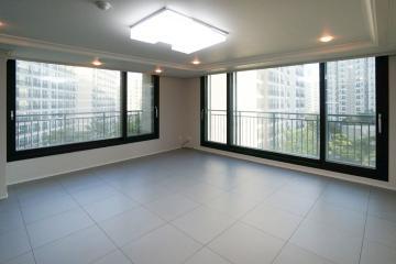 화이트 컬러와 그레이 컬러로 모던함을 완성된 48평 아파트 인테리어 48평,화이트,그레이,심플,모던,김포