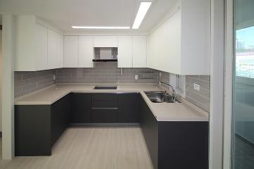 모던함과 심플함으로 완성된 32평 아파트 인테리어 32평,그레이,블랙,심플,모던,부천,상동