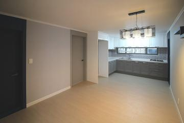 그레이 컬러와 우드마루로 모던함이 돋보이는 36평 아파트 인테리어