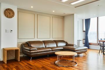 모던하고 현대적인 감각의 33평 네오클래식 인테리어 33평,클래식,우드,그레이,브라운,서초구,서초동