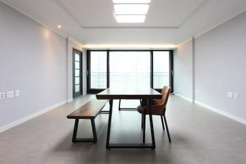 식탁을 가운데 배치하여 중심을 잡은 34평 아파트 인테리어