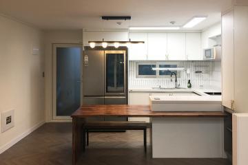 헤링본마루와 웨인스코팅 조합이 멋스러운 35평 인테리어 35평,블랙,아파트,모던,광주,서구,풍암동